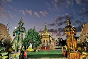 Wat-Sawang-Hua-Na-Kham-Kalasin-Thailand-02.jpg