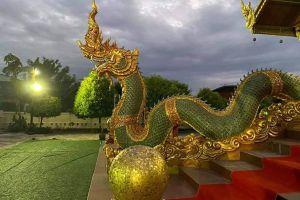Wat-Sawang-Hua-Na-Kham-Kalasin-Thailand-03.jpg