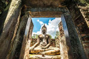 Wat-Si-Chum-Sukhothai-Thailand-01.jpg