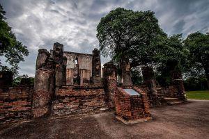Wat-Si-Chum-Sukhothai-Thailand-02.jpg