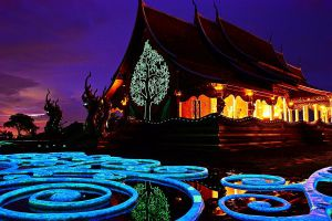 Wat-Sirindhorn-Wararam-Phu-Phrao-Temple-Ubon-Ratchathani-Thailand-01.jpg