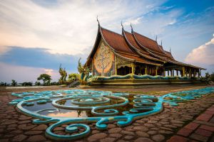 Wat-Sirindhorn-Wararam-Phu-Phrao-Temple-Ubon-Ratchathani-Thailand-03.jpg