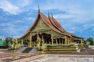 Wat-Sirindhorn-Wararam-Phu-Phrao-Temple-Ubon-Ratchathani-Thailand-06.jpg
