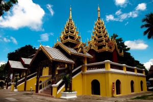 Wat-Sri-Chum-Lampang-Thailand-01.jpg