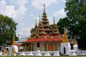 Wat-Sri-Chum-Lampang-Thailand-02.jpg