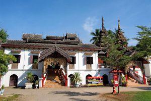 Wat-Sri-Chum-Lampang-Thailand-03.jpg