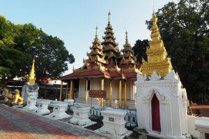 Wat-Sri-Chum-Lampang-Thailand-04.jpg
