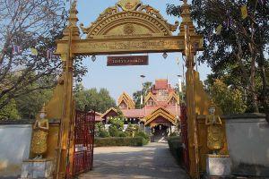 Wat-Sri-Rong-Muang-Lampang-Thailand-02.jpg