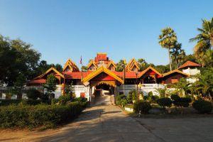 Wat-Sri-Rong-Muang-Lampang-Thailand-05.jpg