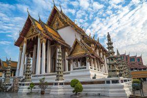 Wat-Suthat-Thepwararam-Ratchaworamahawihan-Bangkok-Thailand-03.jpg
