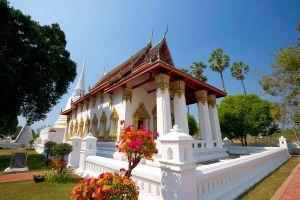Wat-Suwandararam-Ratchaworawihan-Ayutthaya-Thailand-02.jpg