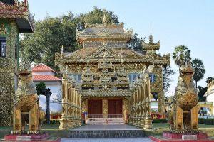 Wat-Thai-Wattanaram-Tak-Thailand-01.jpg