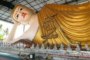 Wat-Thai-Wattanaram-Tak-Thailand-06.jpg