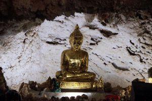 Wat-Tham-Kaew-Kanchanapisek-Kanchanaburi-Thailand-04.jpg