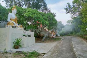 Wat-Tham-Khao-Pun-Kanchanaburi-Thailand-06.jpg