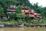 Wat-Tham-Khao-Wong-Uthaithani-Thailand-001.jpg