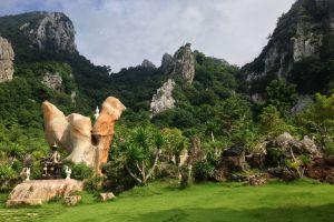Wat-Tham-Khao-Wong-Uthaithani-Thailand-002.jpg