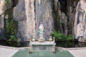Wat-Tham-Khao-Wong-Uthaithani-Thailand-003.jpg