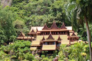 Wat-Tham-Khao-Wong-Uthaithani-Thailand-004.jpg