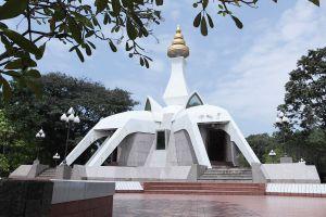 Wat-Tham-Klong-Pen-Nong-Bua-Lam-Phu-Thailand-02.jpg