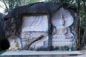 Wat-Tham-Klong-Pen-Nong-Bua-Lam-Phu-Thailand-03.jpg