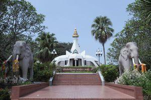 Wat-Tham-Klong-Pen-Nong-Bua-Lam-Phu-Thailand-04.jpg