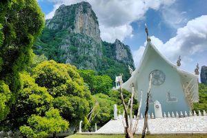 Wat-Tham-Phra-Phothisat-Saraburi-Thailand-03.jpg