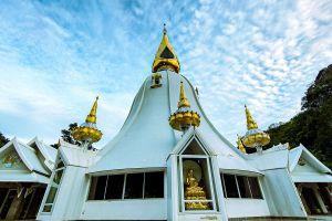Wat-Tham-Phra-Phothisat-Saraburi-Thailand-06.jpg