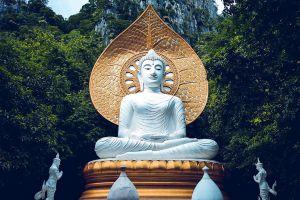 Wat-Tham-Phra-Phothisat-Saraburi-Thailand-07.jpg