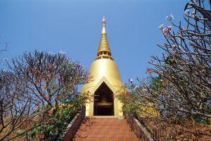 Wat-Tham-Saeng-Phet-Amnat-Charoen-Thailand-01.jpg