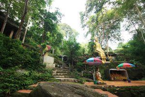 Wat-Tham-Saeng-Phet-Amnat-Charoen-Thailand-05.jpg