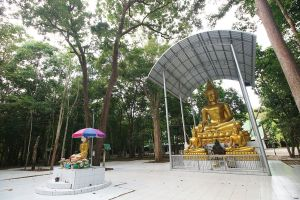 Wat-Tham-Saeng-Phet-Amnat-Charoen-Thailand-06.jpg