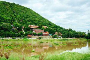 Wat-Thammamun-Worawihan-Chainat-Thailand-04.jpg