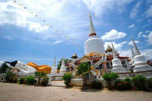 Wat-That-Noi-Nakhon-Si-Thammarat-Thailand-03.jpg