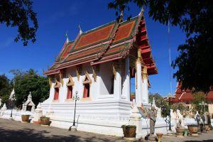 Wat-Thung-Si-Muang-Ubon-Ratchathani-Thailand-002.jpg