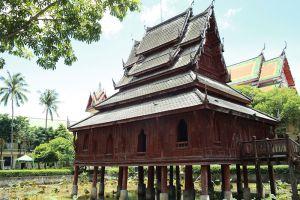 Wat-Thung-Si-Muang-Ubon-Ratchathani-Thailand-003.jpg