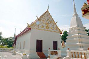 Wat-Tum-Ayutthaya-Thailand-01.jpg