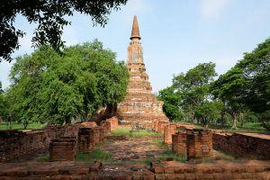 Wat-Ubosot-Ayutthaya-Thailand-01.jpg