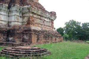 Wat-Ubosot-Ayutthaya-Thailand-02.jpg