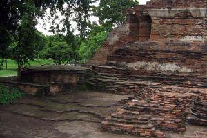 Wat-Ubosot-Ayutthaya-Thailand-04.jpg