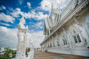 Wat-Wirachot-Thammaram-Chachoengsao-Thailand-01.jpg