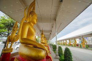 Wat-Wirachot-Thammaram-Chachoengsao-Thailand-04.jpg