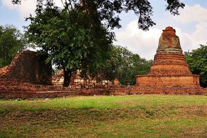 Wat-Worachet-Ayutthaya-Thailand-02.jpg