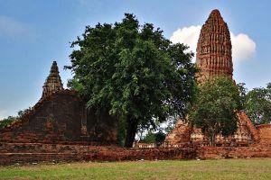 Wat-Worachet-Ayutthaya-Thailand-03.jpg