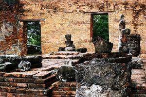 Wat-Worachet-Ayutthaya-Thailand-05.jpg
