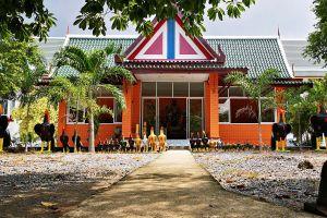 Wat-Worachet-Ayutthaya-Thailand-07.jpg