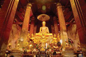 Wat-Yai-Suwannaram-Phetchaburi-Thailand-03.jpg