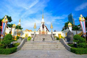 Wat-Yannawa-Bangkok-Thailand-01.jpg