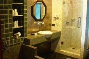 Weekender-Resort-Samui-Thailand-Bathroom.jpg