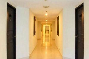 White-Palace-Hotel-Bangkok-Thailand-Corridor.jpg